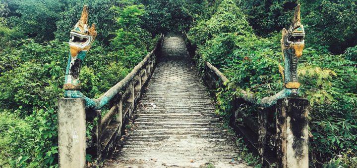Đường bộ lên Chùa Tà Pạ