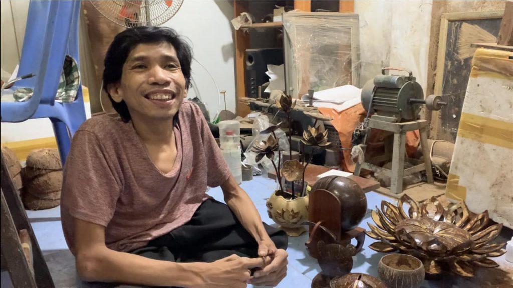 Dương Quý Nghĩa nghệ nhân làm mỹ nghệ gáo dừa