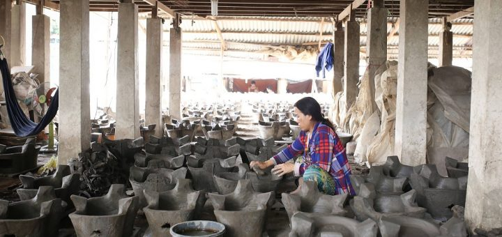 Làng nghề làm cà ràng Phú Tân
