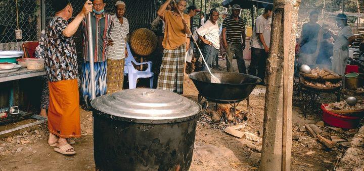 Khieng Lo - Khu vực bếp - đám cưới người Chăm An Giang
