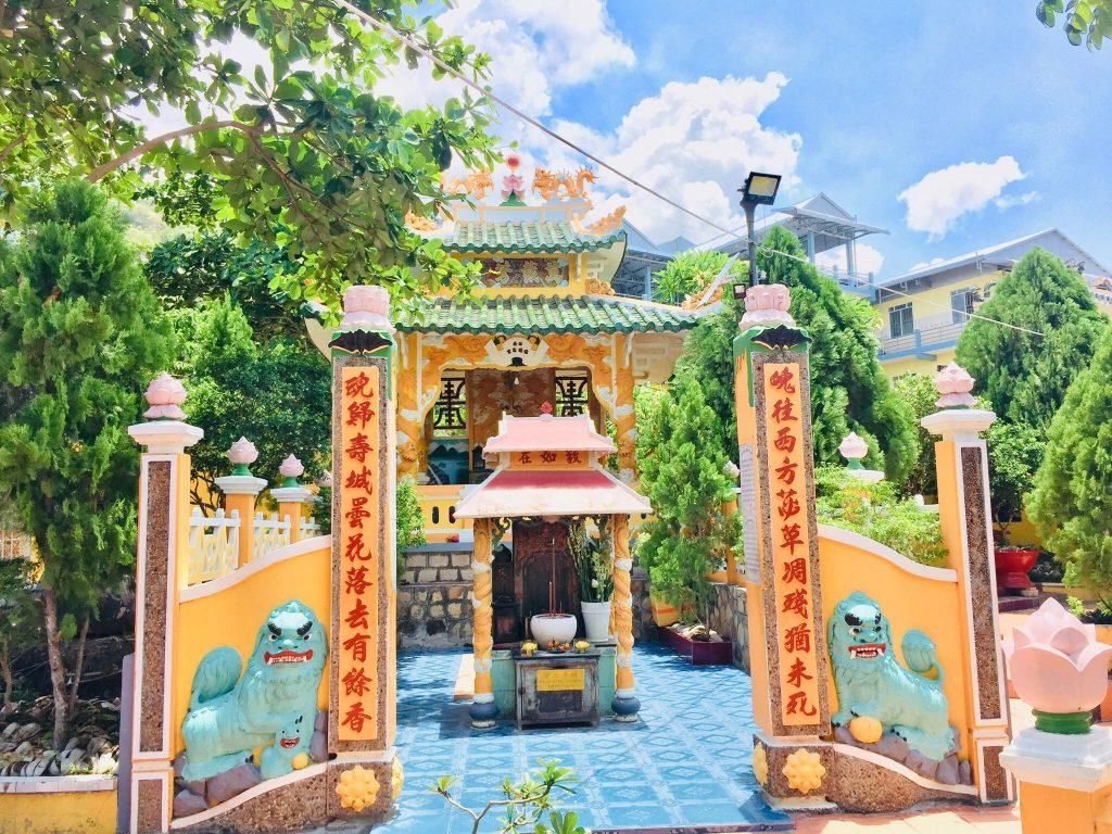 Mộ Đức Phật Thầy Tây An (Núi Sam, Châu Đốc)