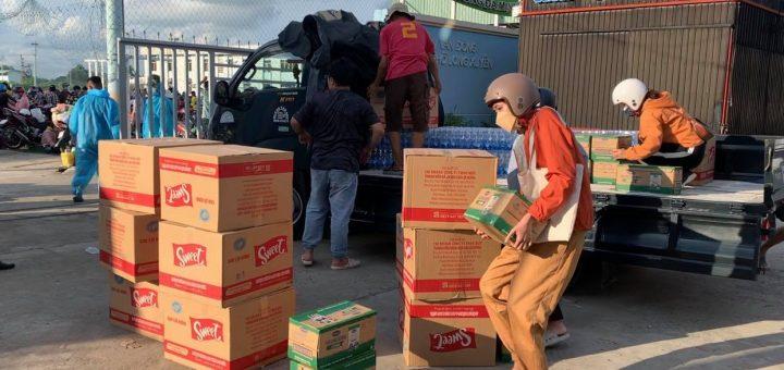 Gửi tiếp tế cho 1 điểm đón công dân An Giang ở TP Long Xuyên